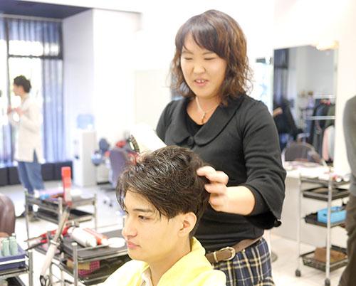 男性のヘアスタイル